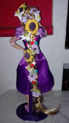 Rapunzel dance2 ...trenzando el pelo como dios manda y poniendole unas flores, puedes hacer una muñeca nueva^^