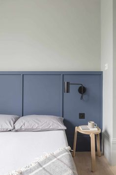 """The """"Headboard Sconce"""" Might Be Our Favorite Hotel-Inspired Small Bedroom Hack - Emily Henderson Bedroom Furniture, Bedroom Decor, Bedroom Ideas, Budget Bedroom, Bedroom Green, Bedroom Lighting, White Bedroom, Bedroom Designs, Small Bedroom Inspiration"""