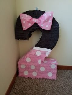 #2 Minnie mouse piñata.