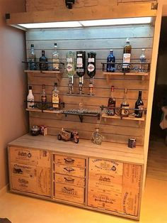 62 Ideas home diy bar wood pallets for 2019 Pallet Bar Plans, Palet Bar, Wooden Pallet Bar, Wooden Pallet Projects, Pallet Ideas, Wooden Home Bar, Pallet Patio, Pallet Designs, Outdoor Pallet