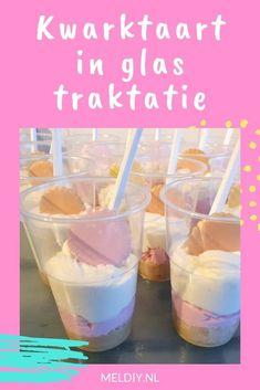 Kwarktaart in glas traktatie Simpel, snel en heerlijk.   #traktatie #recept #verjaardag High Tea, Cocktails, Treats, Breakfast, Foods, Tea, Craft Cocktails, Sweet Like Candy, Morning Coffee