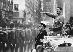 Hitler O Führer  Hitler foi a única figura da História que concebeu e realizou uma grande revolução, da origem a seu termo, partindo do nada para chegar à criação de um grande império mundial. Possuía notável compreensão das forças com as quais se mediu. Foi um fenômeno histórico horrível, mas destacado.