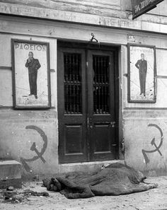 View of ruins at time of Greek civil war fighting man lying dead on . Old Photos, Vintage Photos, Old Greek, Greece Photography, Military Branches, Greek History, Athens Greece, Socialism, Historical Photos