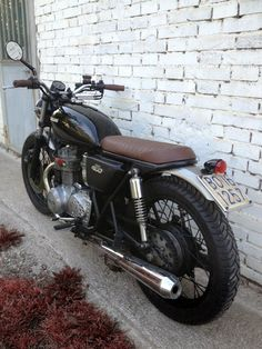 A garage for special motorcycles and cafe racers Kawasaki Cafe Racer, Cafe Racer Honda, Cafe Racer Build, Cafe Racer Motorcycle, Cafe Racers, Motorcycle Girls, Bobber Bikes, Cool Motorcycles, Vintage Motorcycles