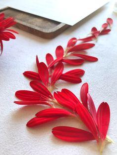 #floraldesign #freshflowers #weddingdesign Plastic Cutting Board, Marie, Floral Design, Cherry, Wedding, Paper Mill, Flowers, Valentines Day Weddings, Floral Patterns