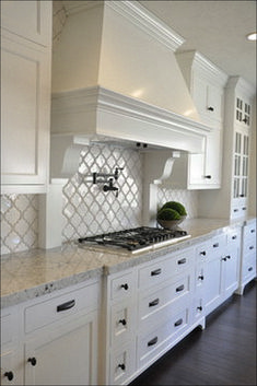 White Kitchen Ideas - You can not go wrong with white in the kitchen, so kick back and allow these wonderful ideas as well as photos influence you to take your kitchen from boring to . layout Elegant White Kitchen Design Ideas for Modern Home White Kitchen Backsplash, White Kitchen Cabinets, Kitchen Flooring, Kitchen Countertops, Kitchen White, Backsplash Design, Kitchen Cabinetry, Soapstone Kitchen, Kitchen Hoods