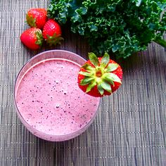 This strawberry smoothie makes you smile inside and outside :)(: Healthy Food Options, Healthy Breakfast Recipes, Clean Eating Recipes, Cooking Recipes, Healthy Recipes, Strawberry Smoothie, Smoothies, Paleo, Fruit