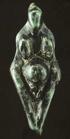 The Losange Venus is made of green steatite. The head is pointed, with a lack of facial features. There is a groove marking the outline of the hair. The breasts are elongated and large. There are no arms. The protruding belly is circular in shape, and the venus has wide hips, and the buttocks are flattened. The vulva is open, and is shown from a gynecological perspective. The legs are tapering, and no knees are indicated. The legs finish or are broken off above the position of the feet.