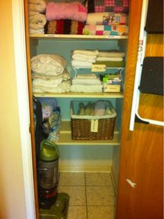 The Paulk Bunch: Linen closet