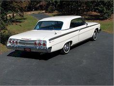 Classic 1962 Chevrolet Impala Super Sport J'ai eu une voiture identique. J'ai essayé de mettre dans l'ordre, mais c'est difficile.