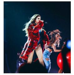 How Selena Gomez Is Bringing Fashion Center Stage for Her Revival Tour Selena Gomez Fashion, Selena Gomez Photoshoot, Selena Gomez Fotos, Selena Gomez Style, Selena Selena, Black Faux Fur Coat, Marie Gomez, Stage Outfits, Celebrities