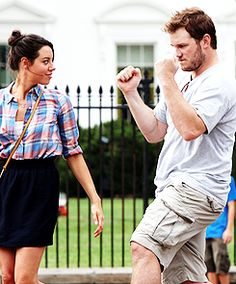 Aubrey Plaza & Chris Pratt in DC. THEY'RE JUST SO PRECIOUS. i cant stand it.
