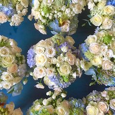 A passion for blue and white.  Flowers. Decoration. Flowers Decoration. Romantic. Chic. Vicoutinhoflores. Flores. Azul e branco.
