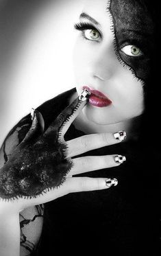 Splash Photography, Beauty Photography, Color Photography, Black And White Portraits, Black And White Pictures, Dark Beauty, Beauty Art, Color Splash, Color Pop
