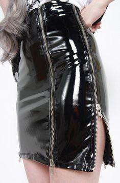 Put a new twist on a simple black PVC pencil skirt by adding multiple exposed metal zippers. Pencil Skirt Casual, Pencil Skirt Outfits, Pencil Skirts, Pencil Dresses, Pvc Skirt, Satin Skirt, Vinyl Skirting, Vinyl Clothing, Black Leather Skirts