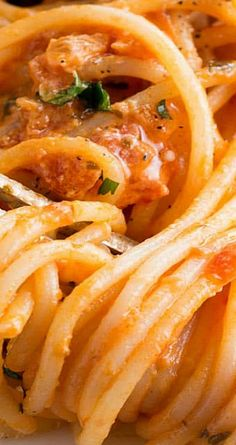 This recipe for Spaghetti with Skinny Tomato Cream Sauce is a fail-safe pasta dish that proves low fat doesn't mean lack of flavor. Best Pasta Recipes, Spaghetti Recipes, Healthy Recipes, Delicious Recipes, Dinner Recipes, Vegetarian Cooking, Cooking Recipes, Skinny Spaghetti, Chicken Spaghetti
