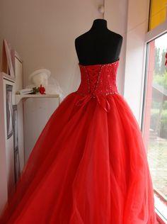 rotes Brautkleid mit Schnürung