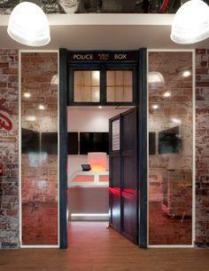the dr who demo room is just one of the many reasons splunks london office was voted the coolest office in the uk by management today airbnb cool office design train tracks