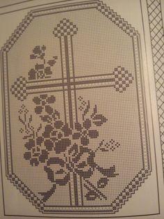 süreyya gülay Crochet Fruit, Crochet Lace, Crochet Borders, Crochet Patterns, Fillet Crochet, Bobbin Lace, Holidays And Events, Cross Stitch Patterns, Projects To Try