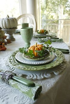 Autumn Tablescape / Thanksgiving Table / Fall Decor / - table setting with pumpkin & ivy Fall Table Settings, Thanksgiving Table Settings, Beautiful Table Settings, Thanksgiving Decorations, Place Settings, Thanksgiving Tablescapes, Thanksgiving Writing, 242, Deco Table