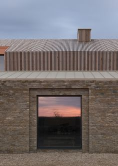 Bureau de Change: Long House on the Cotswolds Hills – Wohnzimmer dekoration House Cladding, Timber Cladding, Contemporary Architecture, Architecture Details, Architecture Today, Chicken Shed, Long House, Dry Stone, Brick Facade