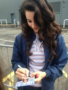 Can we just appreciate Lana's hair.