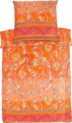 Schöne Bettwäsche »Bramante« von Bassetti. Blüten, Ornamente und Streifen machen dieses Design zu etwas Besonderem - sie fügen sich zu einem wunderbaren Bettwäsche-Kunstwerk zusammen. Die gedeckten Farben lassen die Bettwäsche gemütlich und edel wirken. Der seidige Glanz unterstreicht zusätzlich die Eleganz der Bettwäsche. Der Kissenbezug und der Bettbezug lässt sich dank des Reißverschlusses s...