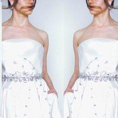 Aqui na Alessandra Cazzaro fazemos cintos personalizados para p seu casamento ❤️❤️ Vestido Lourdinha Noyama  Joias Alessandra Cazzaro  Foto Fábio Burgato