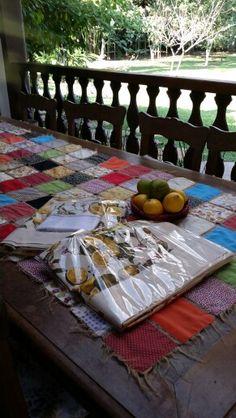 Toalhas de limão Siciliano em tecido 100% algodão e barrado em americano cru..  Caminho de mesa em pacthwork. Patty Costa Confecção.