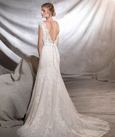 ORIA - Vestido de novia clásico de talle bajo | Pronovias