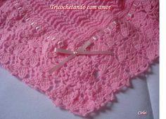 Oi amiga (o)  Hoje vou lhe mostrar a manta rosa que fiz para a Laura, minha 6ª netinha. Ela vai chegar no comecinho de Dezembro. Tecia mant...
