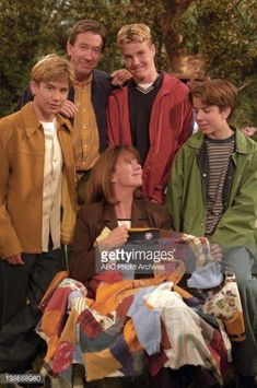 Jill and her quilt made from the boys' clothing on Home Improvement Jonathan Taylor Thomas, Abc Photo, Home Improvement Tv Show, Last Man Standing, Child Actors, Entertainment Room, Photo Archive, Quilt Making, Movie Tv