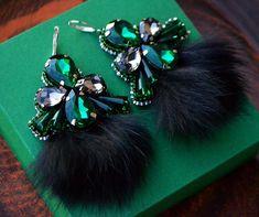 Мои первые пушистики ☺️❄️#серьги #МаринаНикитина #дизайнерскиеукрашения #авторскаяработа #серьгисмехом #jewelry #earrings #look #beautiful #handmade #winter #accessories
