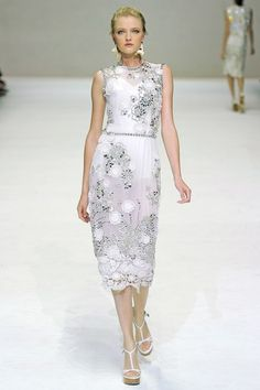 See the complete Dolce & Gabbana Spring 2011 Ready-to-Wear collection.