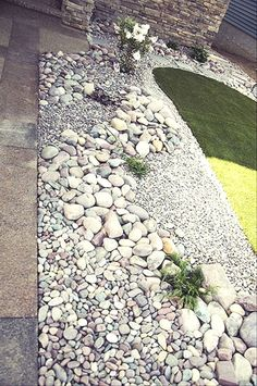 Beautiful front yard rock garden landscaping ideas (86)  #LandscapingIdeas