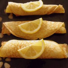 Lemon Pancakes - these are eaten all over Ireland on Pancake Day (Shrove Tuesday) In Ireland - every one will eat at least one pancake on this day! Lemon Pancakes, Pancakes And Waffles, Pancake Fillings, Irish Apple Cake, Flat Cakes, Irish American, Recipe For Mom, Mom's Recipe, Breakfast