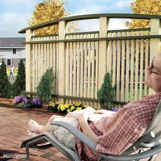 Build Outdoor Privacy Screen – Would you like moments to yourself on the patio? Then build outdoor privacy screen areas for those times. Backyard Privacy Screen, Outdoor Privacy, Privacy Screens, Garden Privacy, Privacy Fences, Outdoor Decking, Outdoor Living Areas, Outdoor Spaces, Outdoor Decor