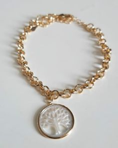 Simple Jewelry, Little Things, Pearl Necklace, Jewelry Accessories, Bling, Jewels, Beads, Outfits, Gold Pendants