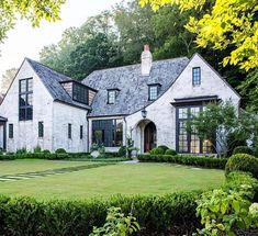 Love the exterior. Shot a lot of beautiful homes this year - here's one from Atlanta architect . Architecture Design, Kerala Architecture, Architecture Magazines, Dream House Exterior, House Exteriors, House Goals, Home Fashion, My Dream Home, Exterior Design