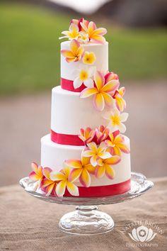 The Cake Tree Tropical Maui Wedding Cake, @manaeventshawaii @nataliebrownphotography #manaeventshawaii