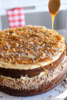 Chocolate Peanut Butter Salted Caramel Toffee Cake: An easy cake recipe to conquer your dessert sweet-tooth craving, that looks like it takes HOURS to make! Salted Caramel Cupcakes, Salted Caramel Fudge, Chocolate Toffee, Chocolate Peanut Butter, Chocolate Desserts, Fun Desserts, Butter Toffee, Salted Caramels, Cake Chocolate