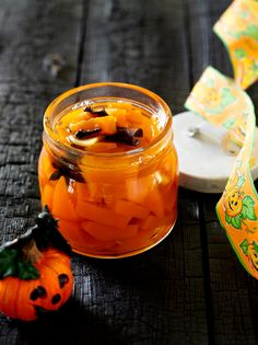 Do you have pumpkin flesh leftover after carving this year's Halloween pumpkin? Be sure to make pickled pumpkin! Our recipe for pickled pumpkin can be served with game, beef or strong cheese. Pumpkin Jam, Christmas 2015, Fresh Ginger, Pumpkin Recipes, Halloween Pumpkins, Pickles, Food And Drink, Jar, Home Canning