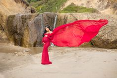 When I was first contacted by Kristy I was so excited. She had sent me a photo of this beautiful Sew Trendy maternity gown. Kristy wanted to do her maternity photos somewhere along the Oregon Coast. I knew Hug Point near Cannon Beach would be the perfect location for her maternity session. Kristy…