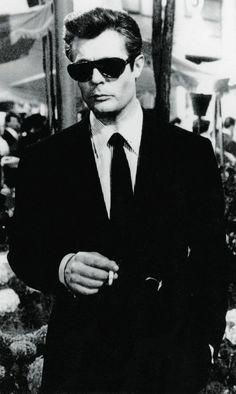 Italian screen legend Marcello Mastroianni in 'La Dolce Vita'. Marcello Mastroianni, Dapper Dan, Dapper Gentleman, Old Hollywood Movies, Classic Hollywood, Italian Fashion, Italian Style, Film Movie, Historical Photos
