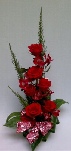 Detalles Florales Contemporary Flower Arrangements, Christmas Flower Arrangements, Church Flower Arrangements, Silk Arrangements, Church Flowers, Tropical Flowers, Red Flowers, Red Roses, Beautiful Flowers
