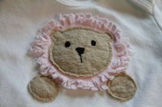 lion applique! really easy to sew. can't wait to make this! Pi love it!