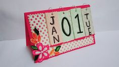 New Year 2019 Desk Calendar Diy New Years Party, New Year Diy, Diy Calendar, Desk Calendars, 2019 Calendar, New Year's Eve Crafts, Crafts For Kids, Diy Paper, Paper Crafts