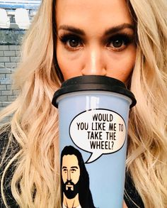 Thanks for the cute lil' gifty! Carrie Underwood Quotes, Carrie Underwood Pictures, Country Singers, Country Music, Country Boys, Brooks & Dunn, Christian Singers, Entertainer Of The Year, Annasophia Robb