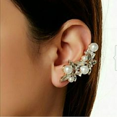 Pearl Cluster Ear Cuff ●Pearl and Crystal accents ●One ear cuff ●Also comes with a separate pearl stud ●Great for a night out! T&J Designs Jewelry Earrings