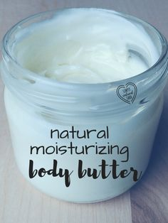 Natural Moisturizing Body Butter: These cold winter days really have my dry skin craving some moisture. or maybe a vacation where my skin can soak up the sun ; Soak up some needed moisture with this natural moisturizing body butter! Natural Beauty Tips, Diy Beauty, Natural Skin Care, Natural Health, Beauty Hacks, Homemade Beauty, Homemade Soaps, Natural Face, Organic Beauty
